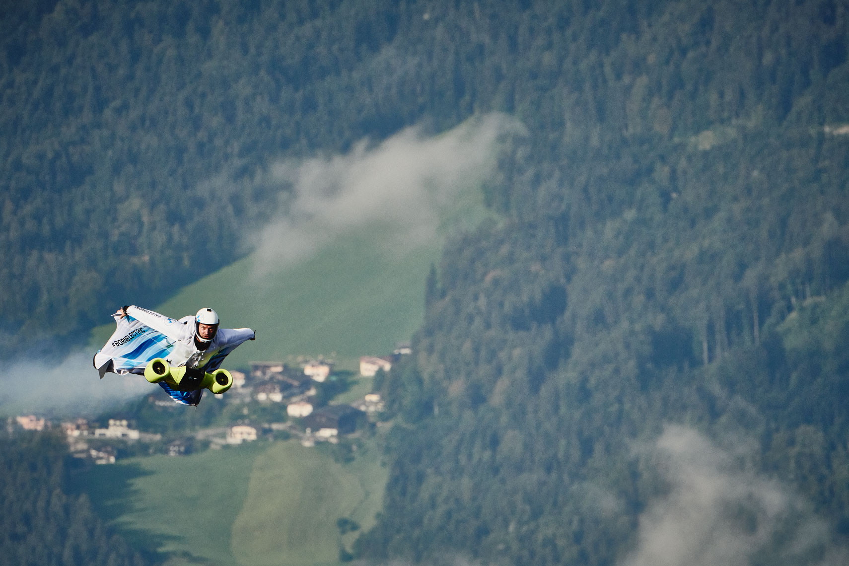 RD_200910_BMW_WINGSUIT_04689